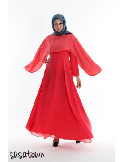 Pelerinli Elbise Narçiçeği